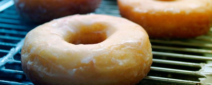 Prepara-Donuts-con-mantequilla-y-levadura
